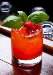 Jahodovo-bazalkový smoothie koktejl