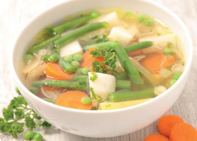 Zeleninová polévka s klobásou chorizo