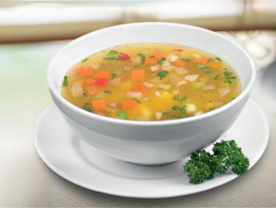 Zeleninová polévka s hráškem a mrkví