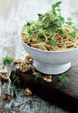 Linguini s petrželko-ořechovým pestem